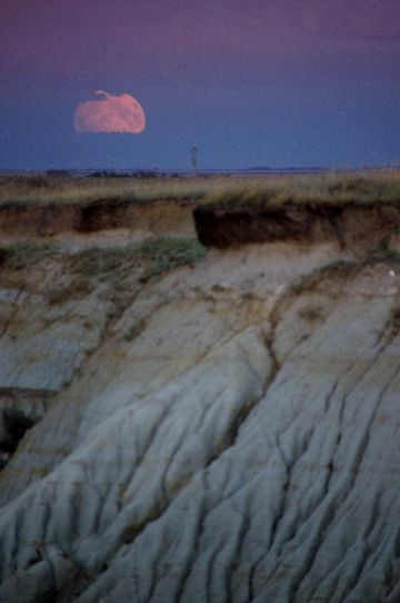 Supermoon, Avonlea Badlands, SK Sept 27/2015. F/6.3, 1/80sec, 270mm, ISO 400, Manual Focus